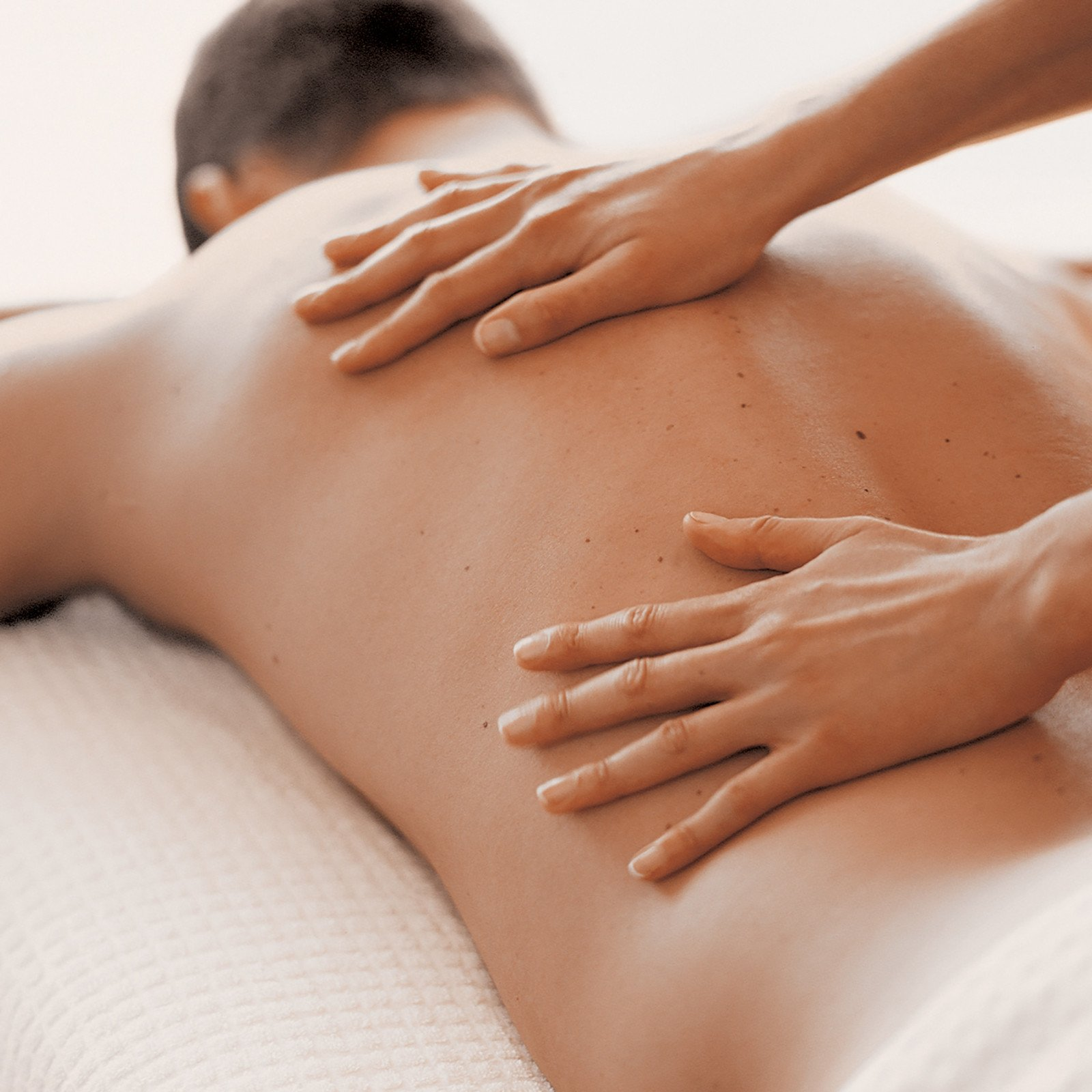 How to Choose the Right Therapist for Your Massage So Both You and the Therapist Have a Good Session